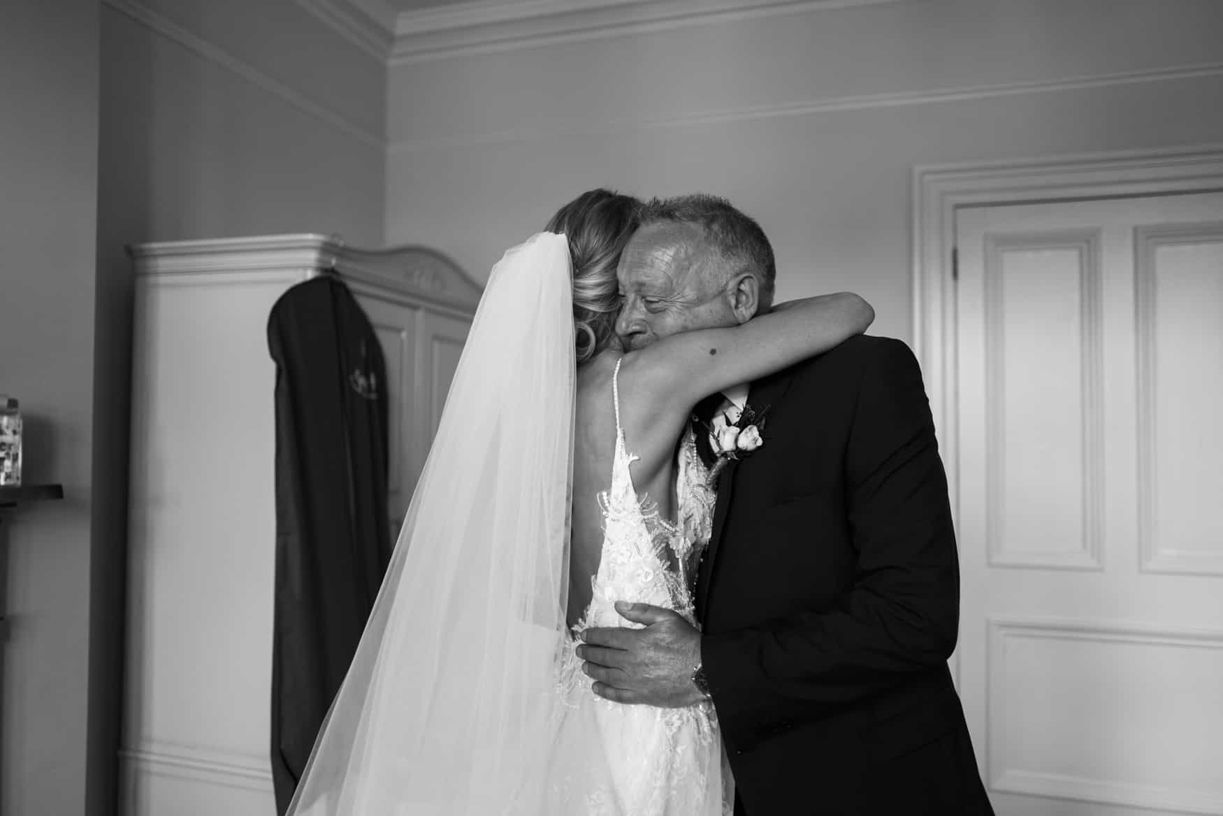 dad see's bride for the first time